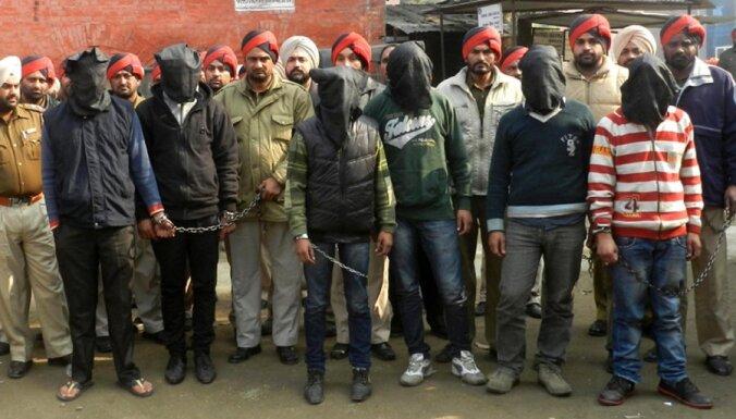 Индия: 6 арестованы после нового насилия в автобусе
