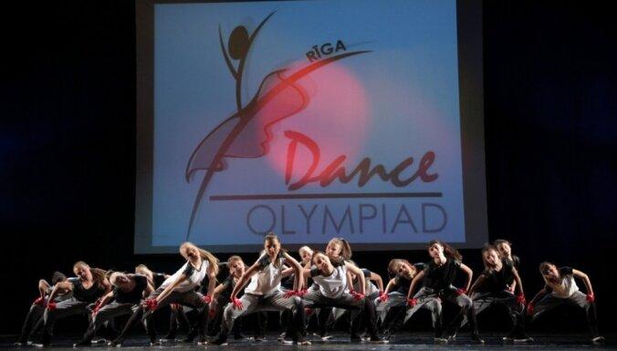 Tūkstoš dejotāju cīnījušies Rīgā par olimpiskajām medaļām