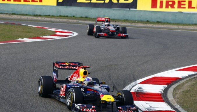 Fetels kvalifikācijā negaidīti pārspēj 'McLaren' pilotus