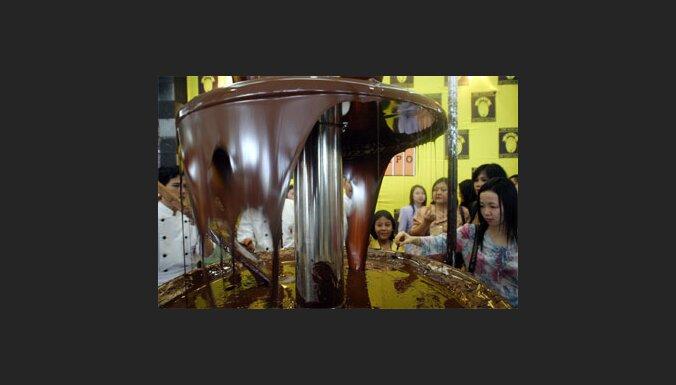 Фонтан из шоколада (с) EPA-AFI