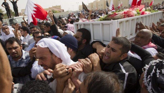 Bahreinas opozīcija turpina protesta akcijas