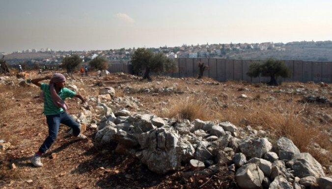 ES aicina Izraēlu apturēt ebreju apmetņu būvēšanu Palestīnā