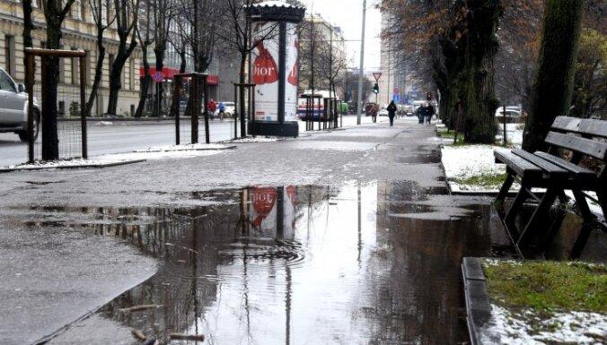В Риге разрабатывают руководство по очистке улиц от снега, призванное снизить использование соли