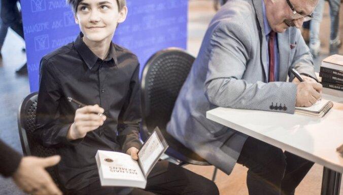 Klajā laists Aivara Kļavja vēsturisko romānu triloģijas jauniešiem noslēdzošais darbs