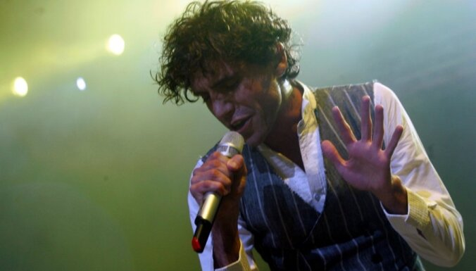 Популярный певец признался в том, что он гей