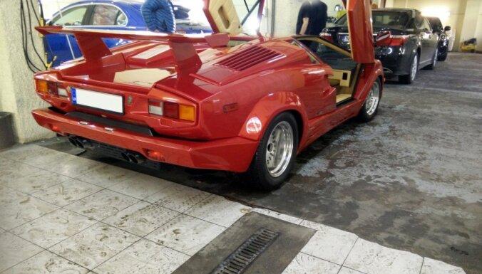 Latvijā autoparku papildina pusmiljonu vērts 'Lamborghini Countach'