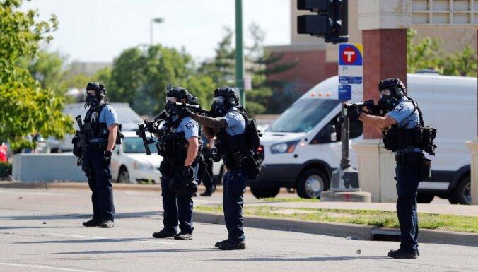 ВИДЕО: в США в прямом эфире задержали журналистов, снимавших беспорядки в Миннеаполисе