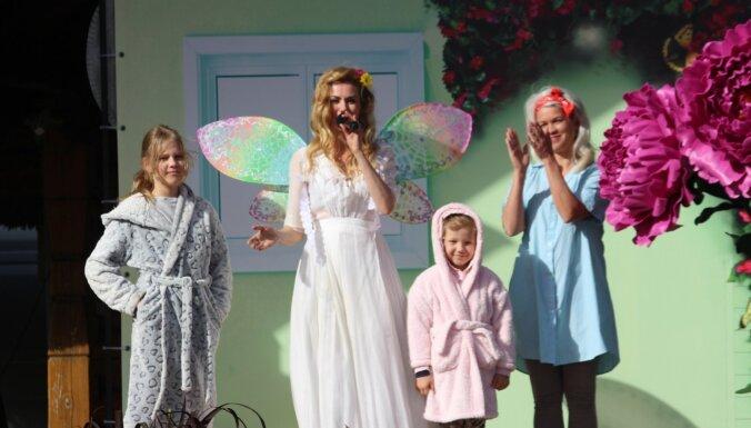 Foto: Dženija Meja kopā ar Santu Didžus prezentē albumu bērnu miegam