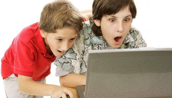 Pieci padomi bērnu drošībai internetā, kas aiztaupīs stresa pilnus brīžus