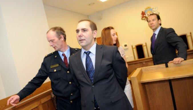 Sasirgušas tiesneses dēļ atliek Munkevica kukuļdošanas lietu