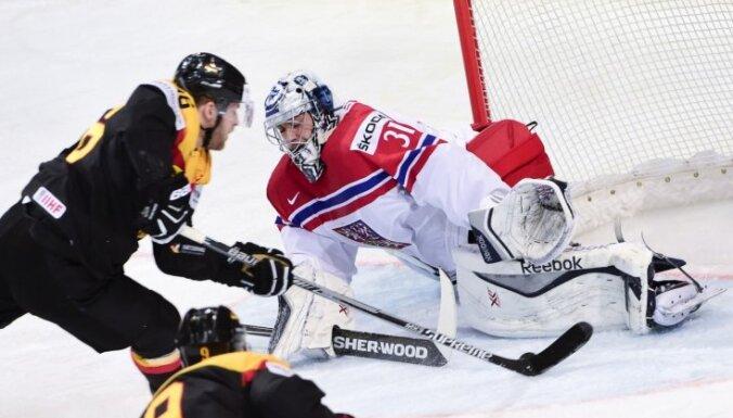 Dānijas hokejisti revanšējas zviedriem; Čehija droši pieveic Vāciju