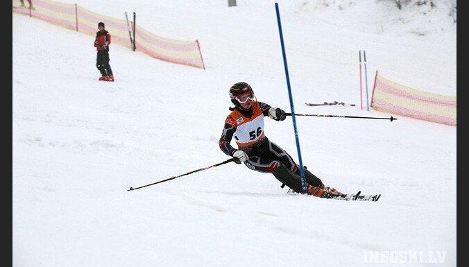 Latvijas kalnu slēpotāju izlase uzsāks jauno sezonu