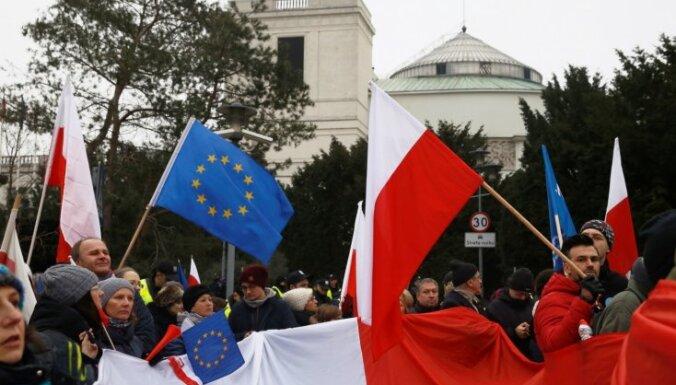 ES sāk procedūru pret Poliju par tās tiesu sistēmas reformu