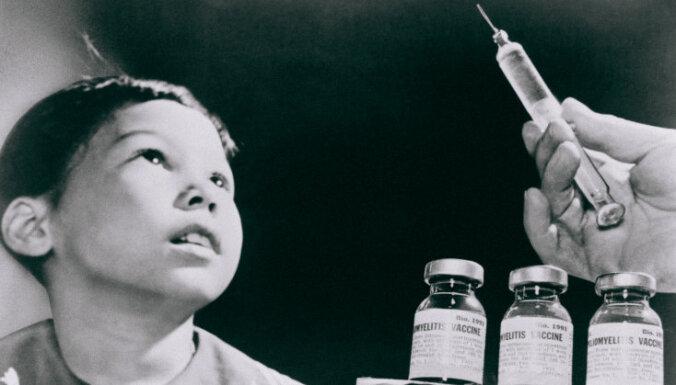 'Delfi plus': haoss senioru vakcinācijā, 'Zudušais gads' un 'Putina pavāram' jauni mērķi