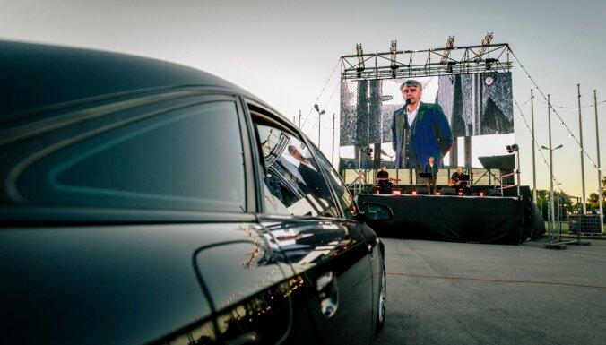 Foto: Ar automašīnu signālu ovācijām izskanējuši Ainara Mielava koncerti Ķīpsalā