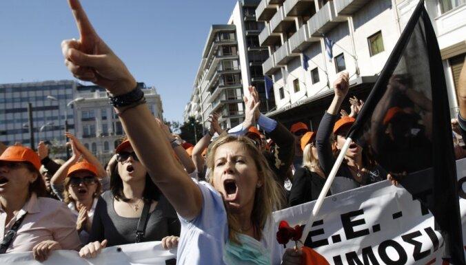 Безработица в Греции достигла рекордных 28%