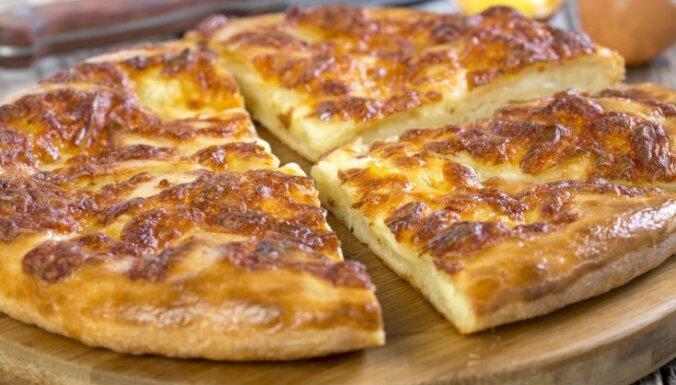 Hačapuri ar siera un kartupeļu pildījumu