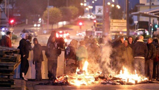 Francijā pirms svētkiem ierobežo benzīna, pirotehnikas un alkohola pārdošanu