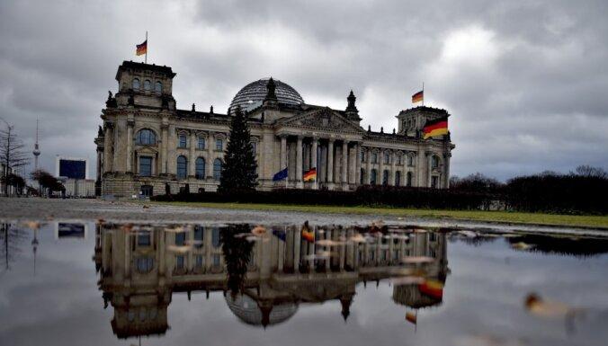 Vācijas likumdevēji pavirzās par soli tuvāk valsts mēroga noteikumiem cīņā ar pandēmiju