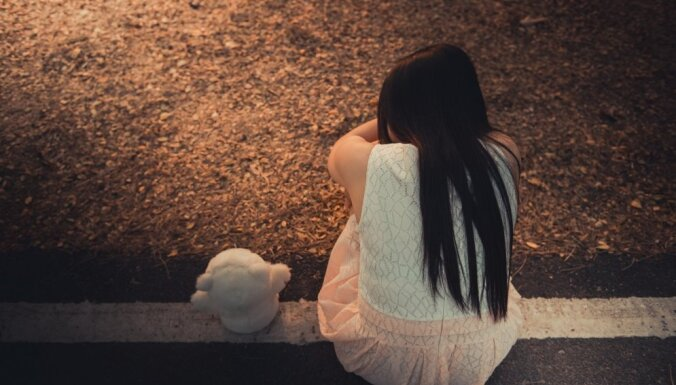 Шотландия: граждан Латвии судят за сексуальную эксплуатацию школьницы из Глазго