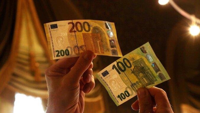 500 eiro atbalstu par katru bērnu izmaksās līdz 31. martam; jālemj arī Saeimai (plkst. 15.50)