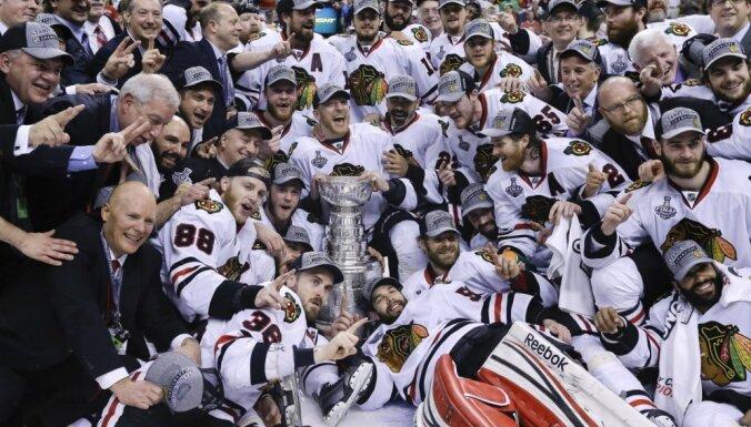 Stenlija kausa īpašnieki 'Blackhawks' maiņas ceļā iegūst trīs pieredzējušus hokejistus