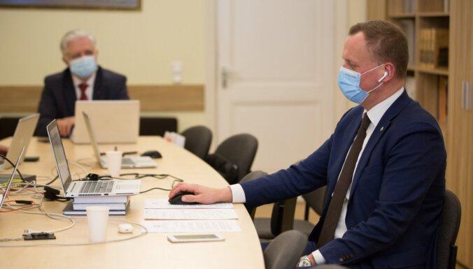 'Ministram jāsēžas nekavējoties lidmašīnā' – ZZS aicina prasīt vakcīnas no citām ES valstīm