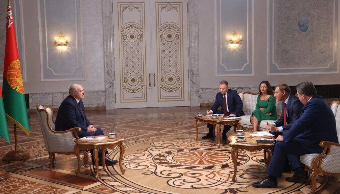 'Paši krāsoja sev zilumus': ko Lukašenko pastāstīja Krievijas medijiem