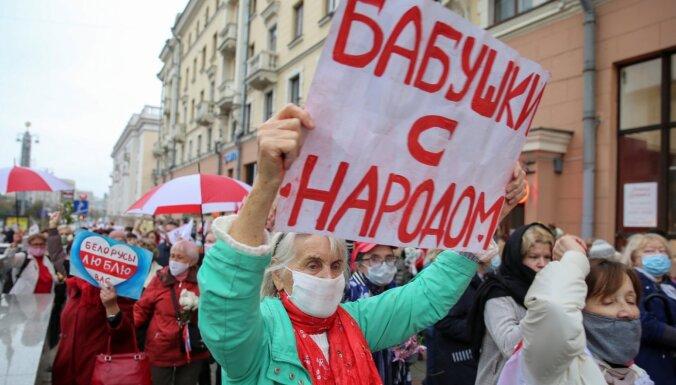 Minskā miliči ar piparu gāzi sagaida pensionāru gājiena dalībniekus