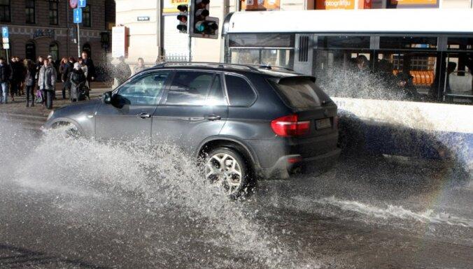 В Риге затоплена улица Марияс (+ФОТО)
