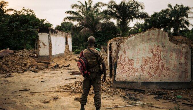 Vismaz 40 cilvēki ar mačetēm nogalināti slaktiņā Kongo DR
