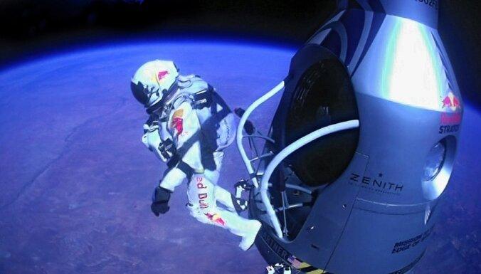 Опубликовано новое видео рекордного прыжка из стратосферы