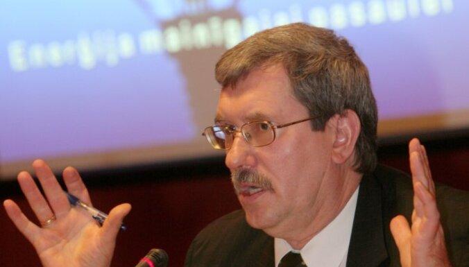Emsis ieradies Saeimā, lai apsveiktu jauno prezidentu; būšot ap 53 balsīm