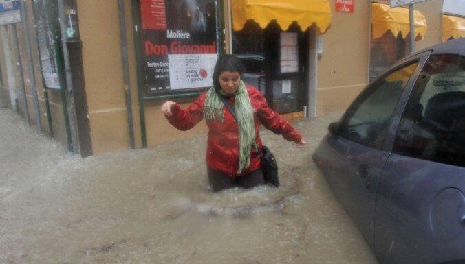 Число жертв наводнения в Италии достигло 16 человек