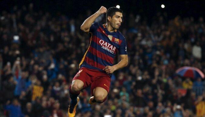 Barcelona Luis Suarez celebrates goal against Sporting