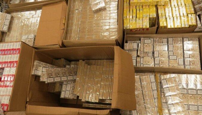"""""""Табачные зачистки"""": в Риге изъято более полумиллиона контрабандных сигарет"""