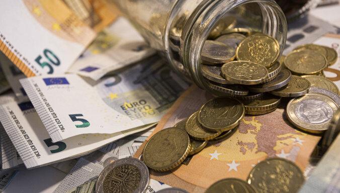 Правительство одобрило выплату 200 евро пенсионерам и людям с инвалидностью (уточнено)
