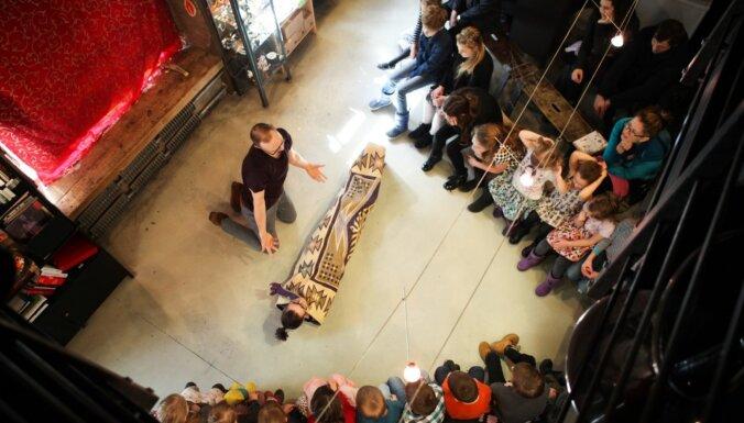 Liepājas mākslas forumā rādīs izrādi bērniem 'Kaka un pavasaris'