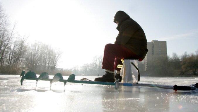 Отменен запрет находиться на льду на некоторых водоемах Риги