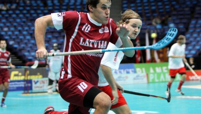 Latvijas florbola izlase uzvar spēlē pret Norvēģiju; PČ cīnīsies par piekto vietu