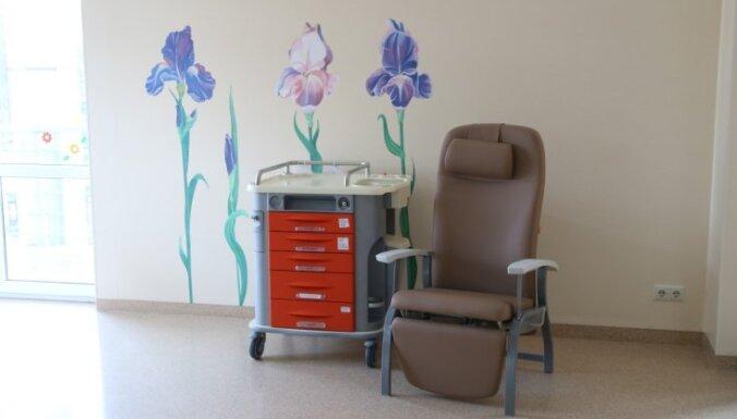 Jaundzimušo intensīvās terapijas nodaļai sarūpēti 29 jauni un ērti specializētie krēsli