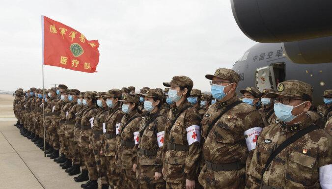 Mazinot neapmierinātību, Ķīnā piemin dakteri Lī un citus Covid-19 upurus