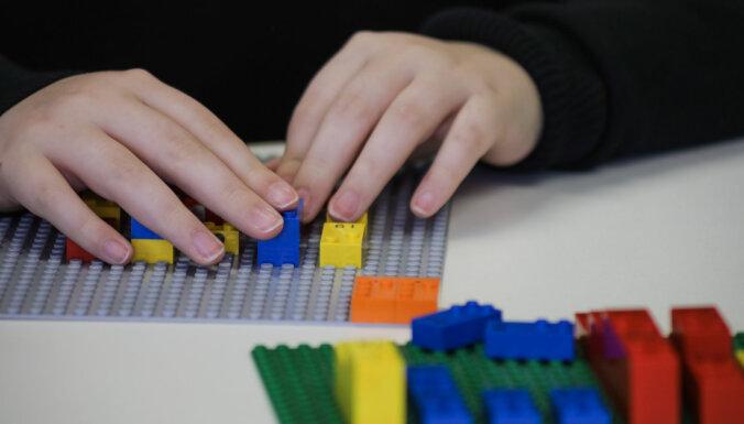 Radīti pirmie Braila klucīši neredzīgiem bērniem