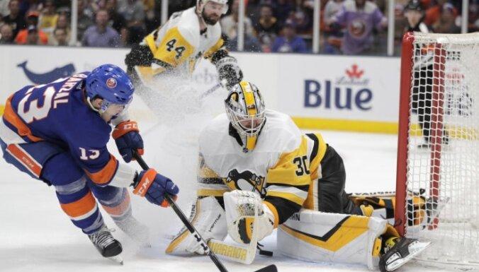 Bļugera 'Penguins' zaudē arī otrajā sērijas mačā pret 'Islanders'