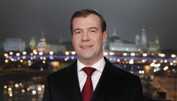Поздравление Медведева: главное— модернизация России и забота о детях
