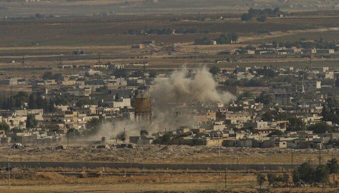 Turcijas spēki un to atbalstītie Sīrijas nemiernieki ieņēmuši stratēģiski svarīgu robežpilsētu