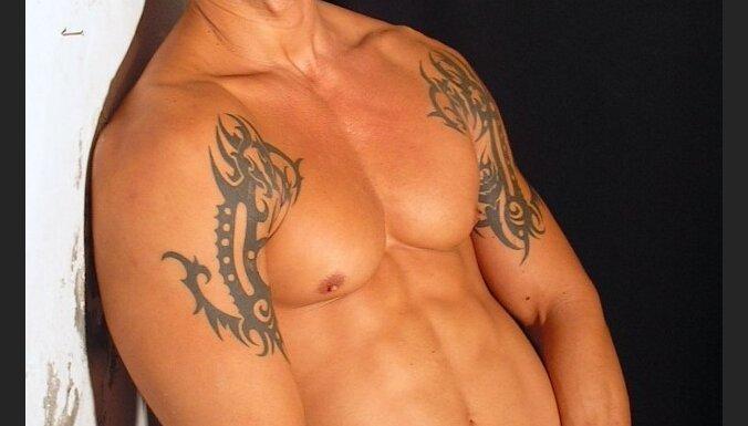 Staļina tetovējuma dēļ Valmieras domnieks rosina sodīt par atkailinātu ķermeņa augšdaļu