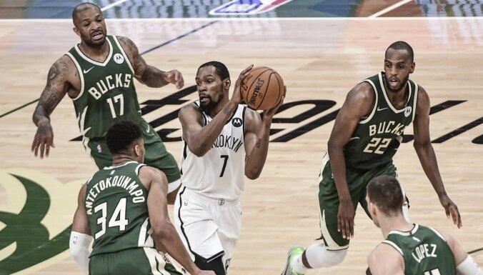 'Bucks' nerezultatīvā spēlē izcīna pirmo uzvaru sērijā pret 'Nets'