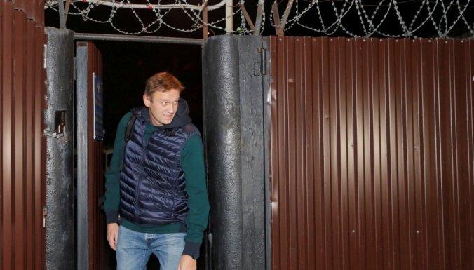Navaļnijs atbrīvots no administratīvā aresta par protestu organizēšanu