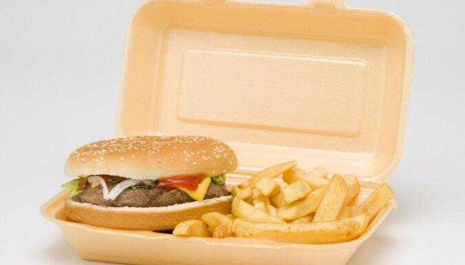 ОЭСР: Латвии нужно увеличить квоты на медуслуги, связанные с проблемами из-за переедания, курения и выпивки